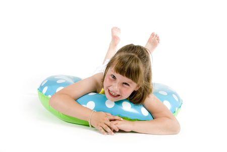 Petite fille s'amuse avec flottant ceinture de s�curit�  Banque d'images - 966484