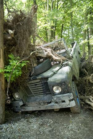 4 wheel: accidente con 4 ruedas motrices en el monte Foto de archivo