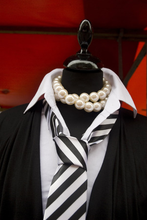 neckless: fashion for party-time