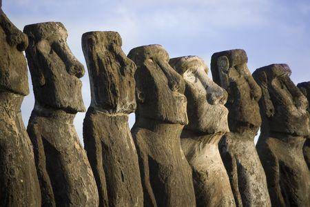 rapa nui: misteriosas estatuas en la Isla de Pascua  Foto de archivo