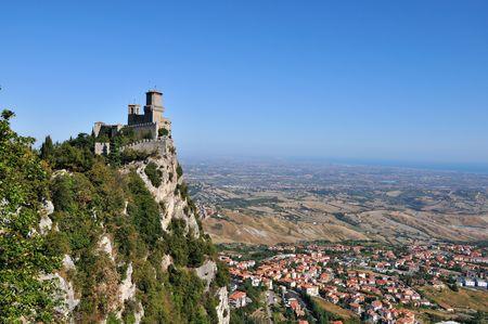 sammarinese: Castello della Guaita nel centro storico di San Marino