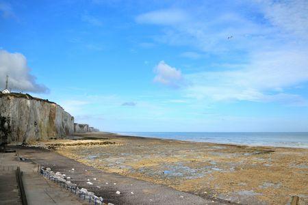 ebb: Wybrzeżu Normandii z klify kredowe i odpływ morza
