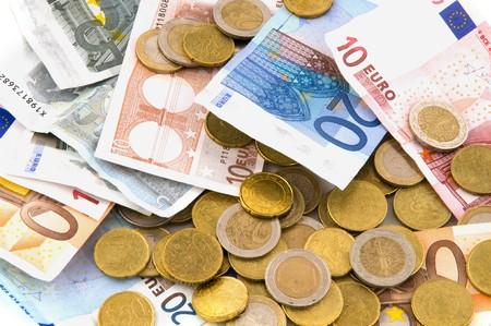 mucho dinero: Muchos de euros de dinero