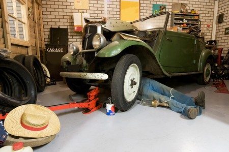 restore: garage accommodation for old timers