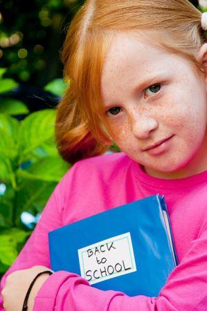 red haired girl: ragazza dai capelli rossi si torna a scuola