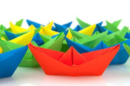 schepen: kleurrijke map papieren boten Isolated over white Stockfoto