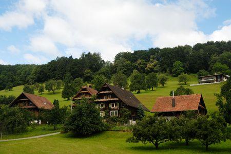 Aldea tradicional de madera en Suiza Foto de archivo - 5311708