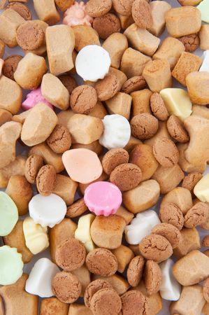 sinterklaas: Traditionelle Sinterklaas und Bonbons wie Pepernoten und mehr Lizenzfreie Bilder