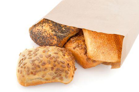 De Papieren Zak : Luxe broodjes met korrel in de papieren zak op wit wordt