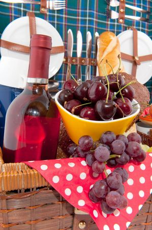 Good filled picnic basket for eating outdoor Stock Photo - 5792481