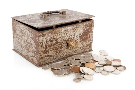 gulden: Old rusty money box with golden key and coins