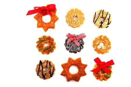 coronas navidenas: Coronas de Navidad en la diversidad con lazos rojos
