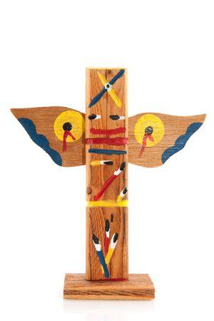totem indiano: Dipinto indiana totem pole isolata over white  Archivio Fotografico