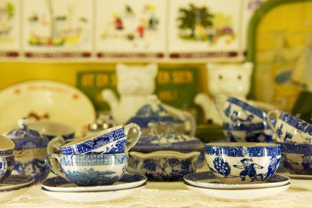 青と白で壊れやすい中国食器