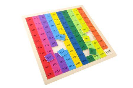 multiplicar: Educativos rompecabezas para aprendizaje multiplicar aislados sobre blanco Foto de archivo