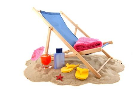 towel: Beach con relax silla bebida flip flops para vacaciones  Foto de archivo