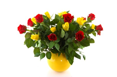 Bouquet red and yellow roses in vase isolated over white Zdjęcie Seryjne - 7933597