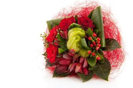 comida de navidad: Ramillete de Navidad con flores rojas mixtos como rosas y Gerber Foto de archivo