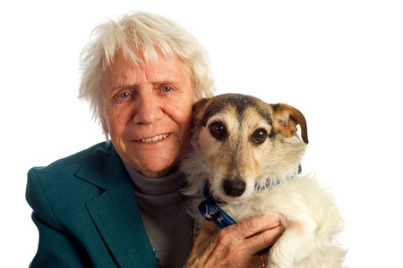 mujer con perro: Anciana con su perro Jack Russel