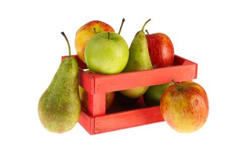 pera: Caja de madera llena de manzanas y peras