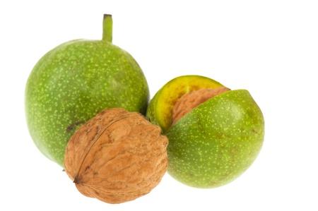 husk: Nueces maduras de c�scara verde aislado sobre fondo blanco Foto de archivo