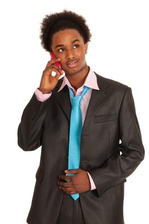 black business man: Jeune homme d'affaires noir avec un t�l�phone mobile dans le studio