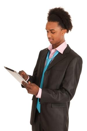Zwarte zakenman withtablet PC die over witte achtergrond Stockfoto