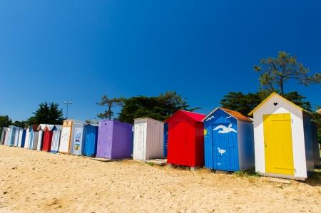 カラフルなビーチハウスのフランスのオレロン島に 写真素材