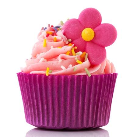 Single cupcake in paars en roze geïsoleerd op witte achtergrond Stockfoto