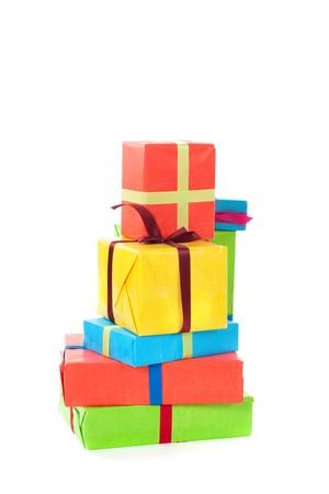 積み重ねられたカラフルなプレゼント誕生日クリスマスなど。