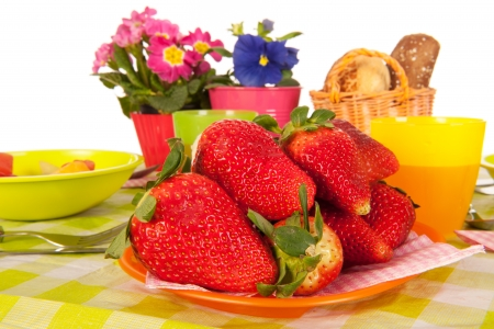 strawberies: Fresh strawberies with the meal