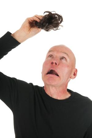 bald man: Nuevo pelo para el pelo calvo en fondo blanco