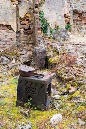 desecrated: Destroyed kitchen utensil Oradour sur Glane in the French Limousin Stock Photo