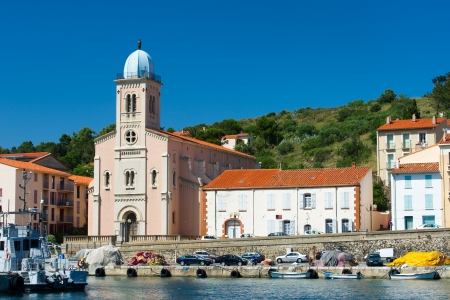 port vendres: Church near harbor in Port Vendres at the cote Vermeille