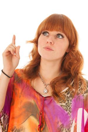 red haired girl: Ritratto di una bella ragazza dai capelli rossi con camicia colorata