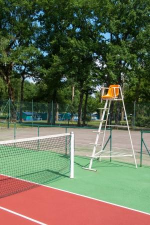 arbiter: Outdoor tennis court with nobody