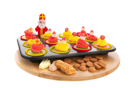 gingernuts: Home made Sinterklaas cupcakes with pepernoten and meringue
