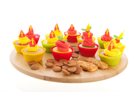 gingernuts: Home made Sinterklaas cupcakes with pepernoten and meringue