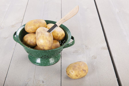 colander: Colander potatoes and knife to peel them