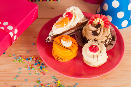 fancy cakes: Confetti, presents and fancy cakes