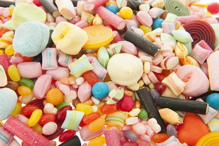 Dulces dulces coloridos mezclados como fondo