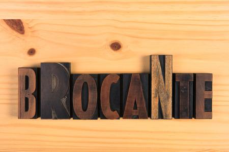 Brocante Vintage word print letters on wood Stockfoto