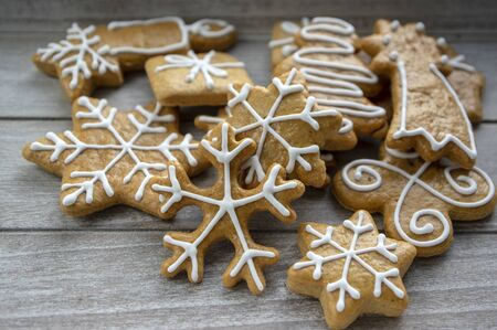 Painted traditional Christmas gingerbreads snowflakes and stars arranged on wood table in daylight, common czech tasty sweets Stock fotó