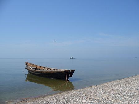 Lonely boat - Baikal sea (lake) 스톡 콘텐츠