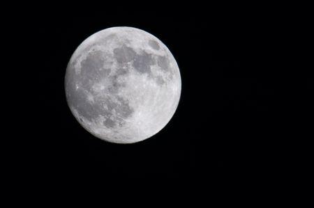 Bijna volle maan - 12 april 2006, 3M-CA lens (500 mm) en 2x converter (1000 mm samenvatting)