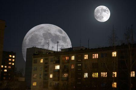 planetarnych: kolaż dwa księżyce