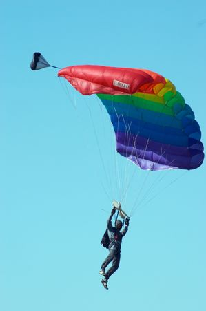 Skydiver in airshow. Novosibirsk, Luchthaven Mochishe, augustus 2006