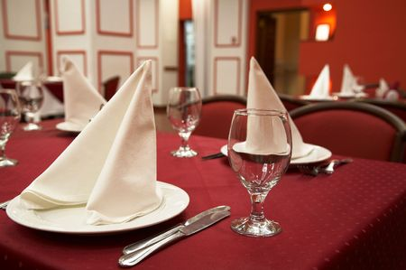 cloth halls: Restaurant. Serve table with dinner set. Novosibirsk, november 2006 Stock Photo