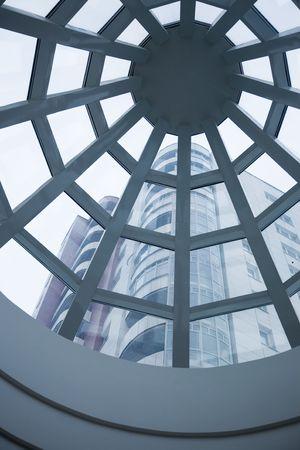 Koepel van het atrium in het nieuwe kantoor