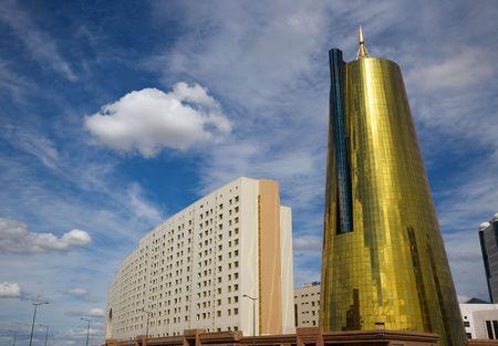 近代的なオフィス建物、アスタナ、カザフスタン資本金